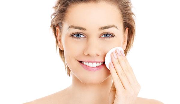 هر شب قبل از خواب، آرایش خود را پاک کنید