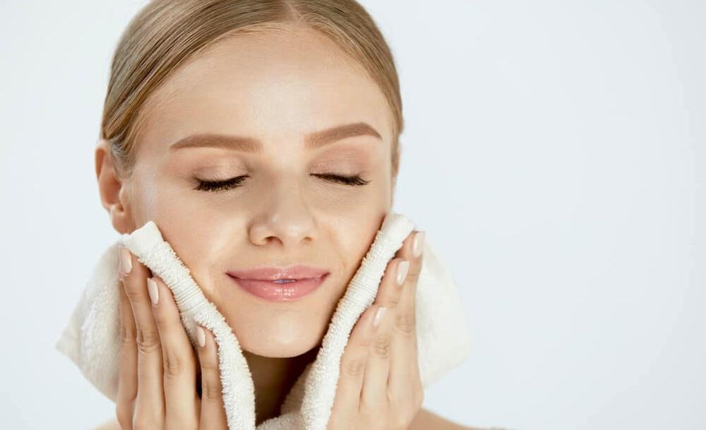 پوست خود را به آرامی خشک کنید.