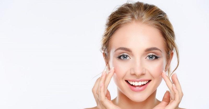 از روغن بادام میتوانید هم به عنوان ماده غذایی و هم یک محصول طبیعی مراقبت از پوست و مو استفاده کنید.