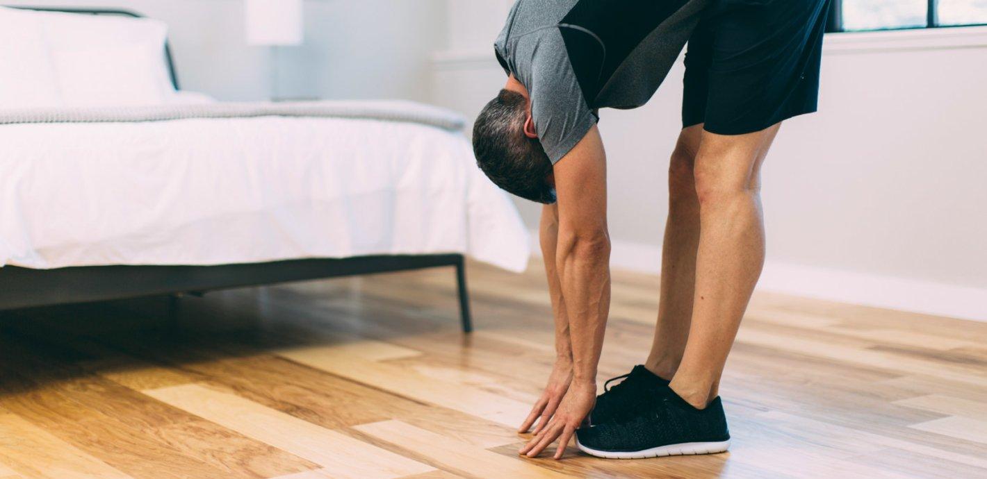 انجام حرکات کششی به عنوان یک درمان خانگی کمر درد در بیشتر موارد موثر است.
