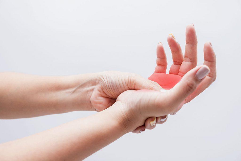 تحریک و فشردگی اعصاب ممکن است دلیل گزگز دست و پا باشد