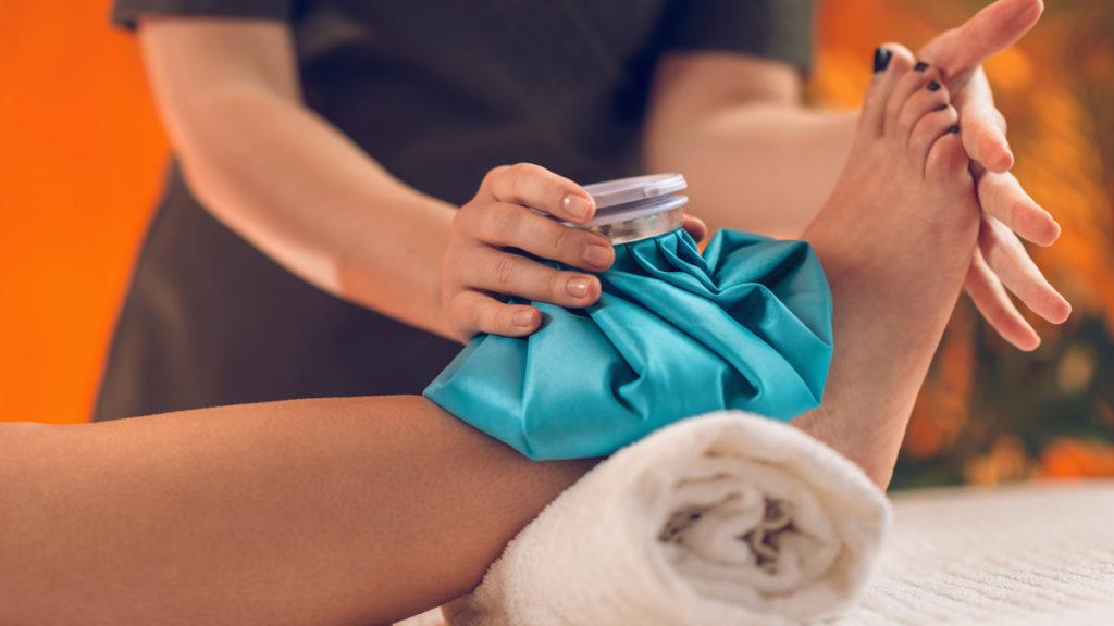 کمپرس گرم یا سرد برای تسکین درد گرفتگی عضلات